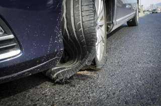 """""""الحادث المميت""""..أسباب انفجار إطار السيارة وخطوات تفادي الكارثة"""