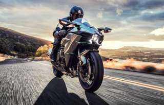 سرعة تفوق السيارة .. أبرز أنواع الدراجات النارية العام الحالي